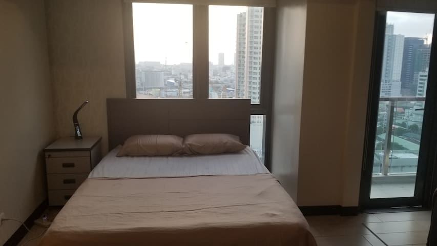 Makati 1Br Condo, GREAT location and AMENITIES