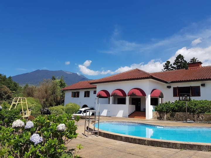 villa casa española, coolibah, cipanas ( 22 beds )