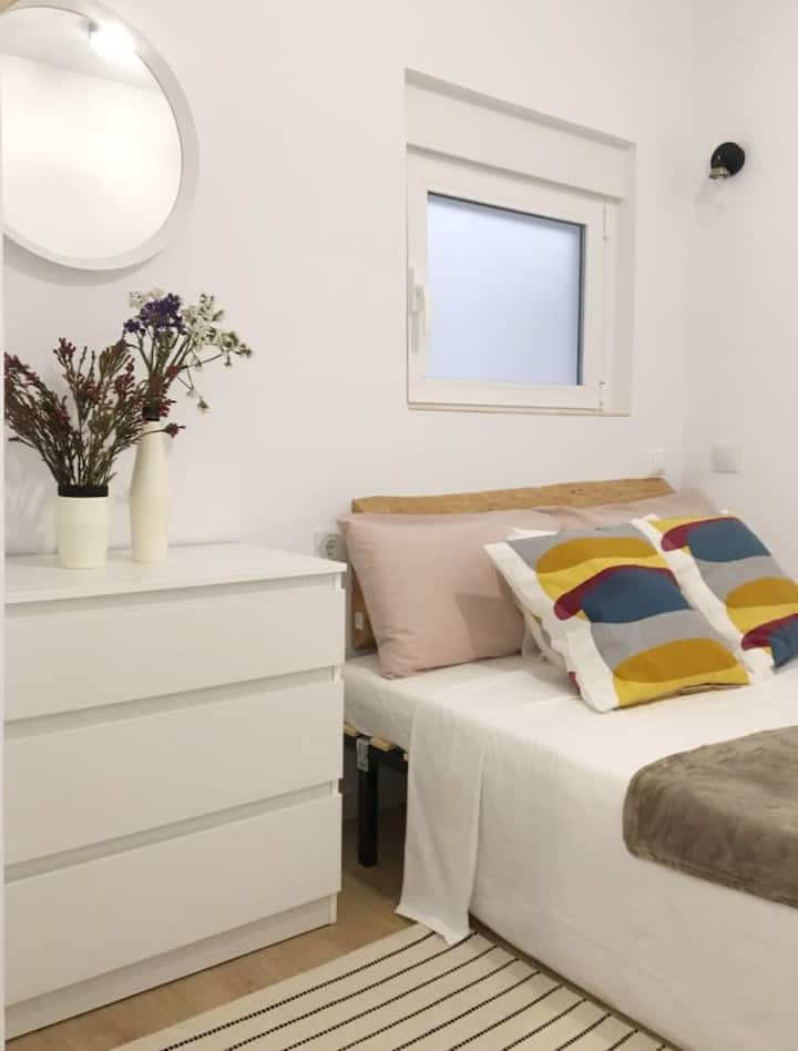 Single room with bathroom in Alicante center
