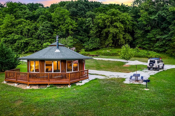 "Ozark Mountaintop Retreat - ""Dogwood"" Cabin"