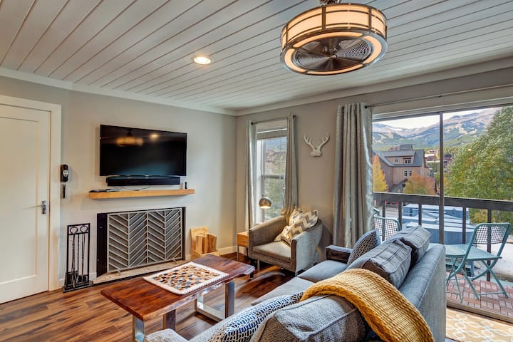 FREE SkyCard Activities - Fully Remodeled, Downtown, Ski Area Views - Alpine 303