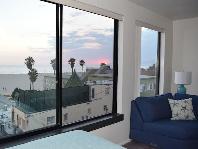Ocean View Apartment in Heart of Venice Boardwalk