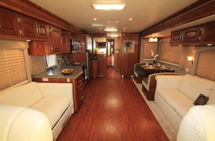 Cozy new RV, perfect location!