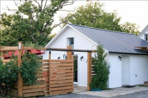 Detached 450 sf cottage