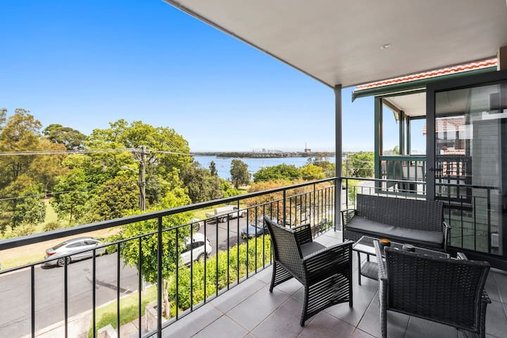 Sydney Harbour Front House -Sleeps 8! - Abbotsford - House