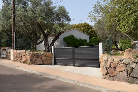 Villa neuve terrasse et jardin