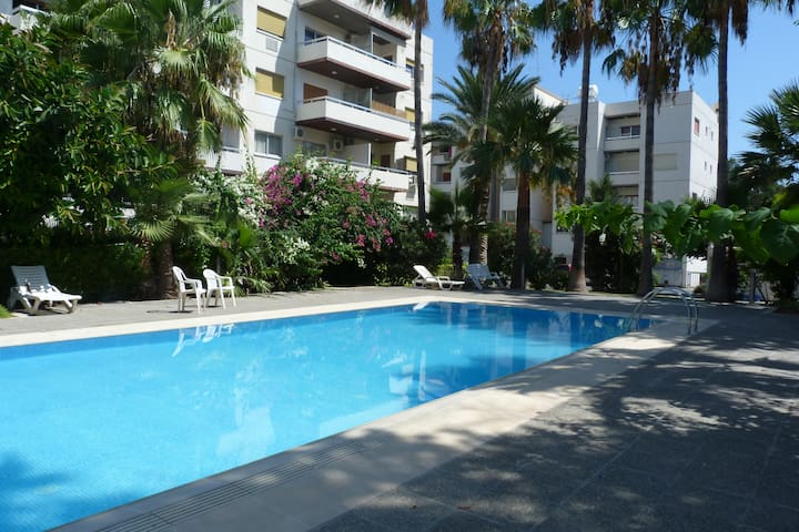 Large 3 bed - pool, next to sea & Amenities, Wifi - Agios Tychon