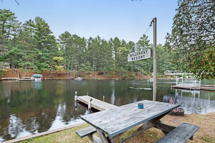 New listing! Cozy lake cabin with access to lakefront pier & community firepit!