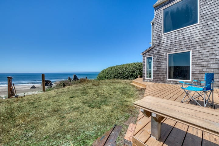 Two adjacent beachfront condos w/ gorgeous ocean views - dogs are OK!