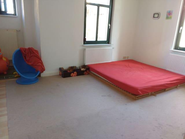 Ruhiges, Sonniges Zimmer, ideal für Familien - Radebeul