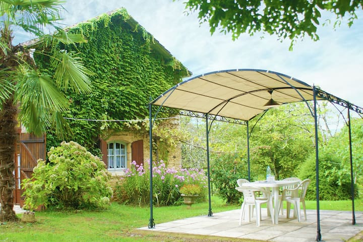 Luring Holiday Home in Incorrect with Garden