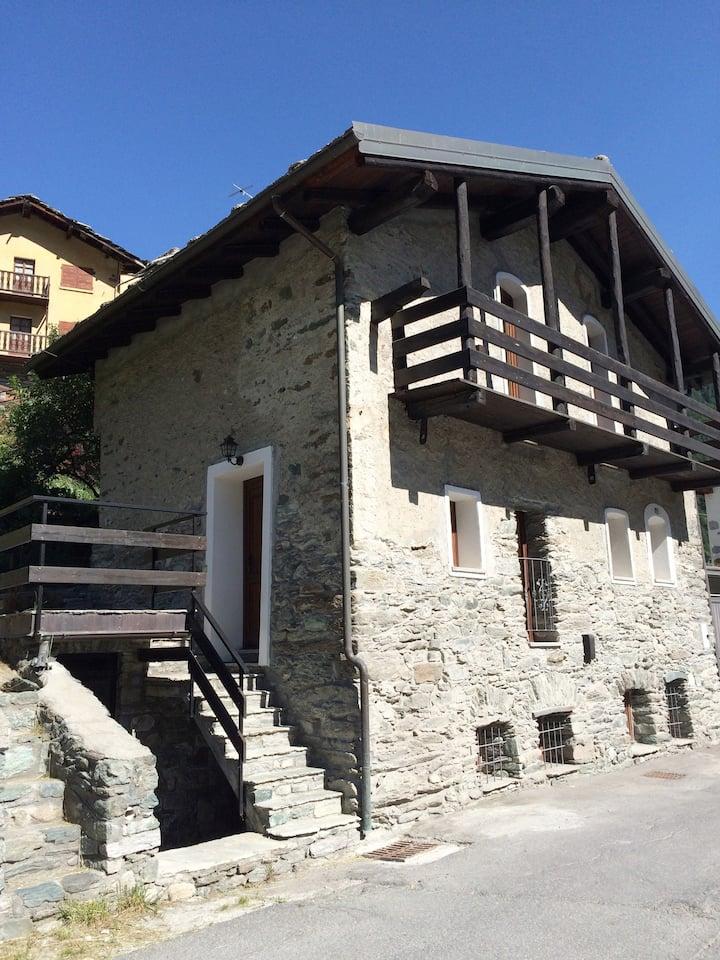 Appartamento in Antico Chalet di pietra.
