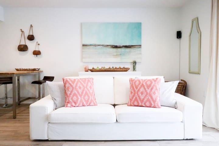 Upgraded, spacious duplex in Sarasota!