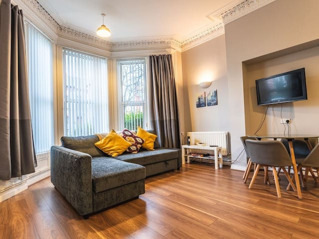 CITY CENTRE 1 BED VICTORIAN APARTMENT AT QUEENS