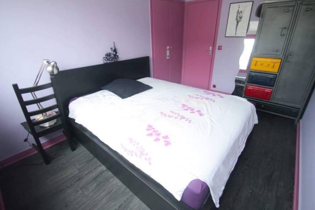 Room to rent / chambre à louer. 16m2. Calme et lumineuse
