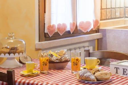 B&B LA CASA DELLE RONDINI - appart. - Roncoferraro - Bed & Breakfast