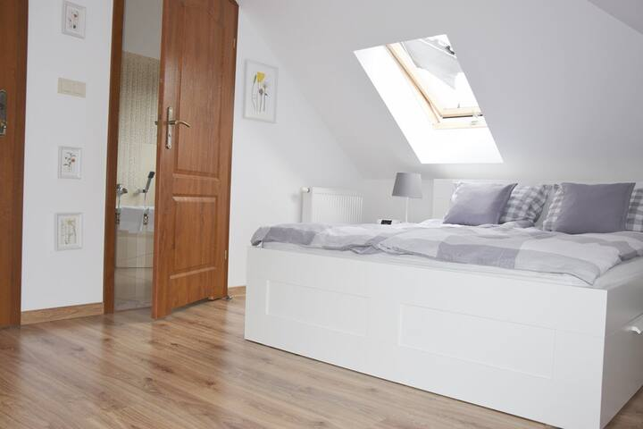 Cosy rooms with private bathrooms@StaryJanowPL