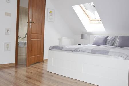 Cosy rooms with private bathrooms@StaryJanowPL
