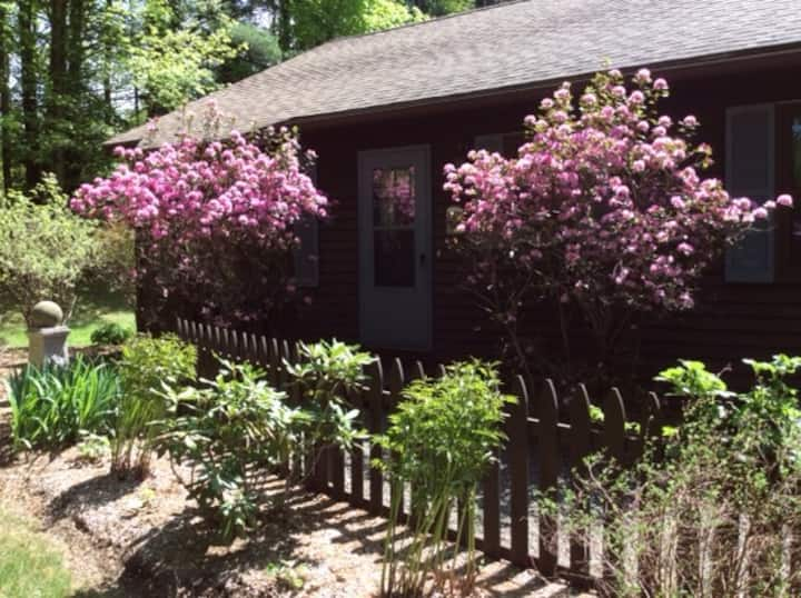 Peaceful 2 BR apartment minutes from Tanglewood