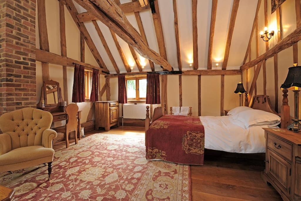 Walnut Barn - master bedroom with vaulted beamed ceiling, kingsize double bed, sitting area