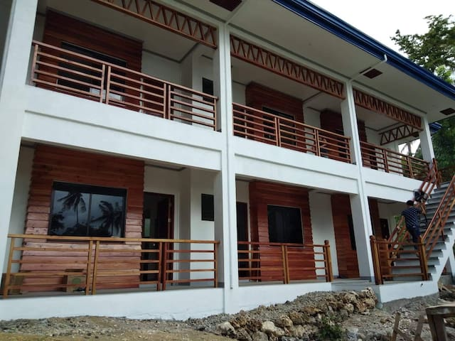 Perfect for solo/business travellers,couples.brand new modern studio type space with kitchenette, free wifi, a/c, hot & cold shower, minute walk to the white sand beach in a quiet & safe neighborhood in between larena & siquijor port.