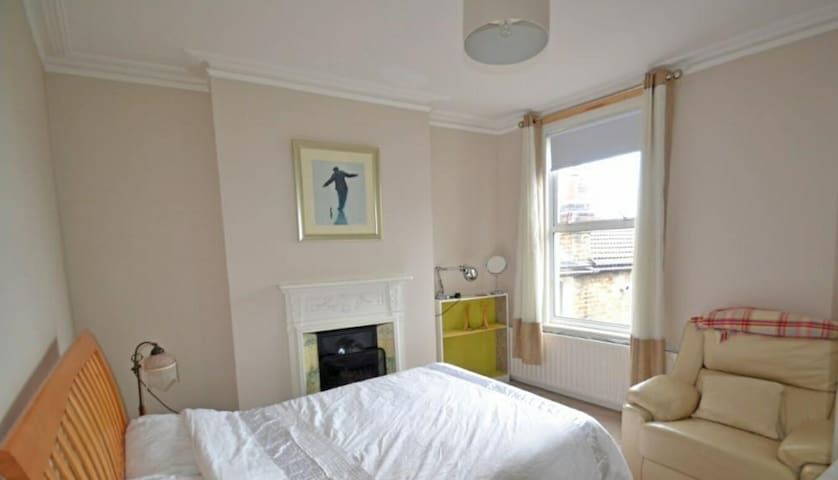 Double Bedroom with Good Connection Central London