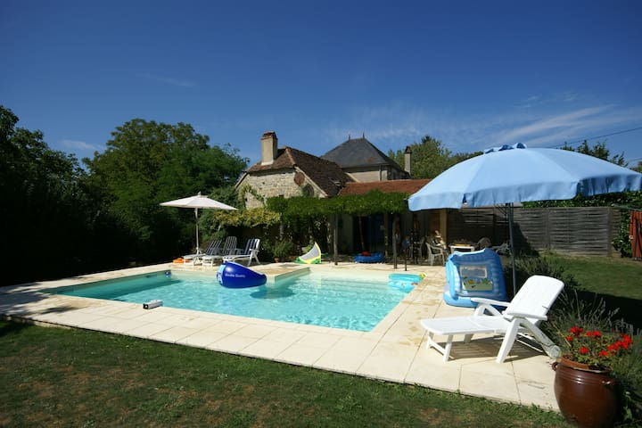 Cosy authentic holiday home with private swimming pool and garden in Southern France