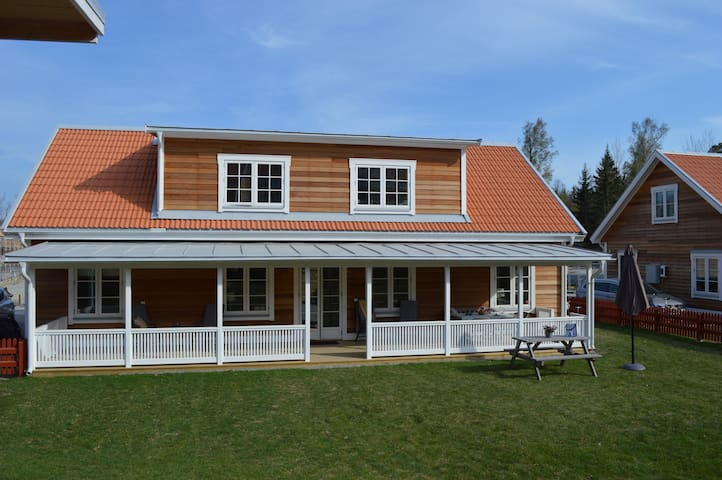Modern house, a short train ride from Stockholm!