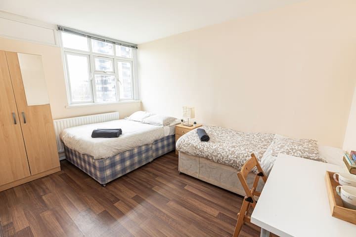 Triple Room 28 - near Tower of London & Shoreditch