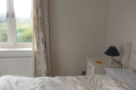 Double room in modern house with stunning views - Camborne