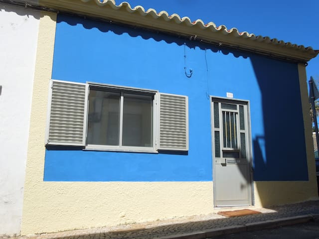 Charming blue house - Faro - Bungalow