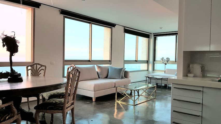 Gorgeous Waterfront high floor Sea View 2BR/2BT