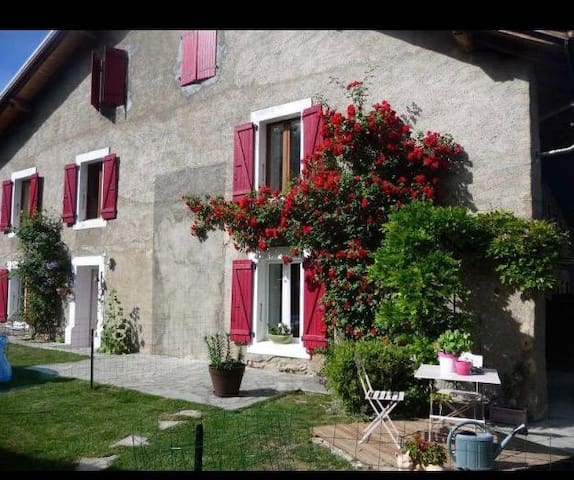 Lovely old farm fully renovated in Pers-Jussy