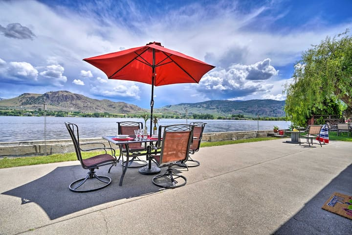 Waterfront Lake Osoyoos Cottage w/ Beach & Patio!