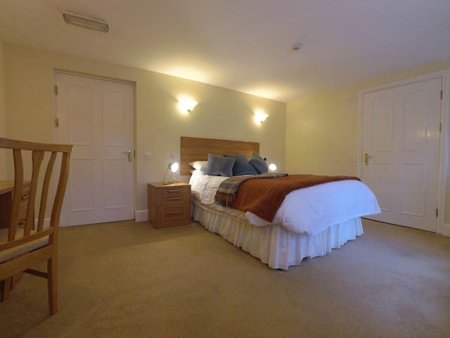 5* TripA rated BnB, Delph Saddleworth- Easy Access