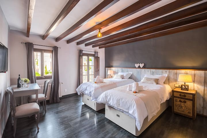 Alcion -1st fl- dbl or tw -Bed and Breakfast