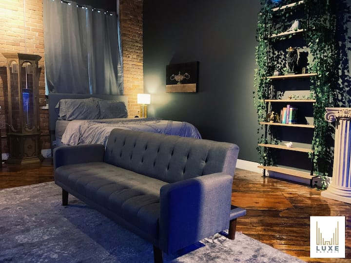 💠 Luxe Premiere Riverfront Loft Living