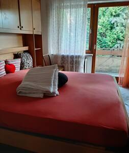 Doppelzimmer in Reiheneckhaus mit Balkonnutzung