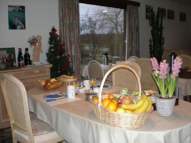 alleenstaande villa, 3 km van Ieper - Ypres - Bed & Breakfast
