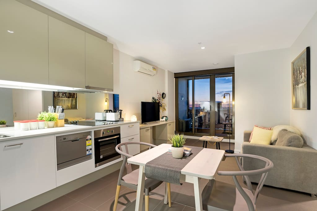 Open space 1 Bedroom Apartment with Stunning View!