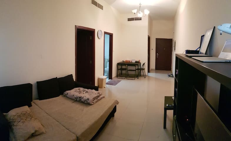 Comfortable Bagpackers Room near the Airport!
