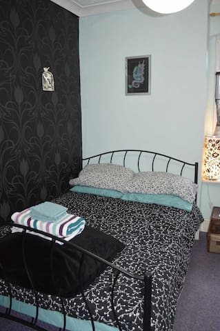 Comfortable, furnished double bedroom in Erdington