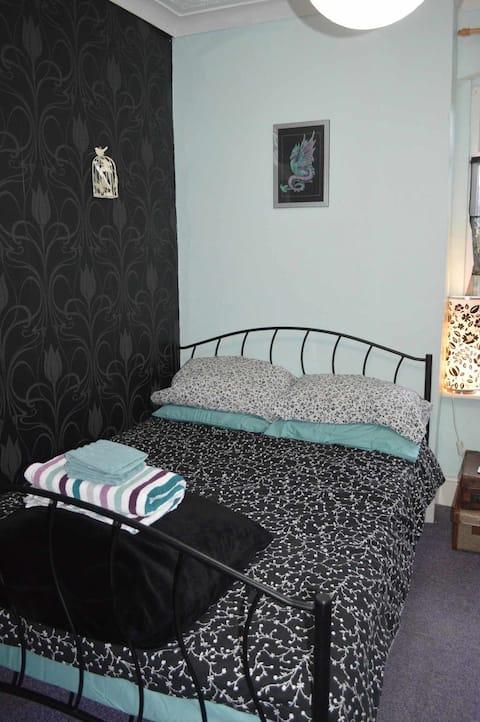 Comfortable, furnished double bedroom in Erdington
