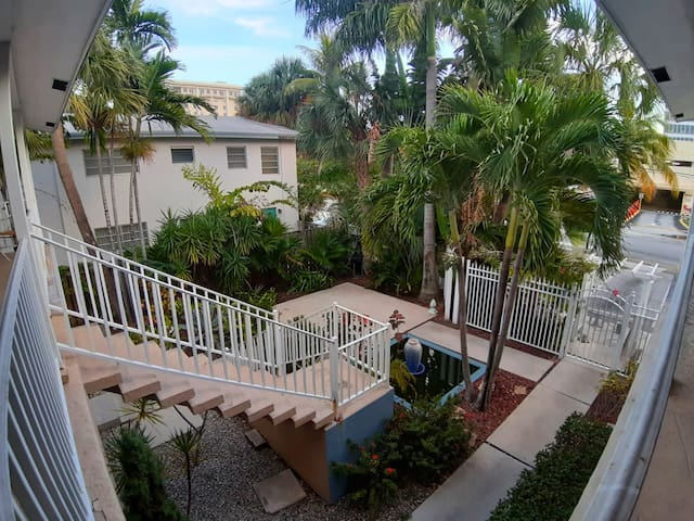 ★Large & Sleek 1BD★ Near the beach + Private Patio