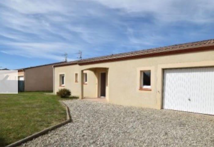 Chambre double dans maison moderne - Castelculier - Huis