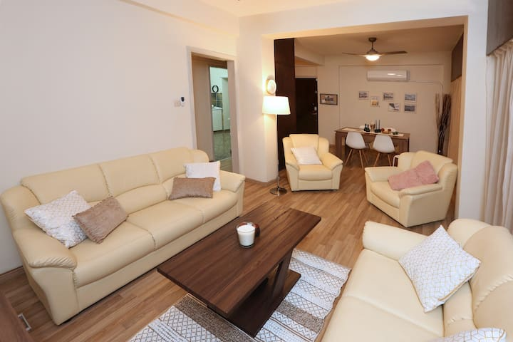The Bridge-House Apartment