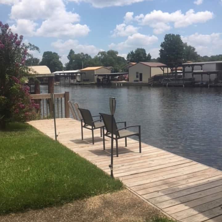 Lake Hamilton home for the perfect lake getaway!