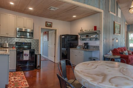 The Blue Nook 2 Bedroom 1 Bath Close to Town