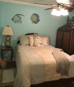 Lovely home 15 minutes to Downtown New Orleans - Kenner