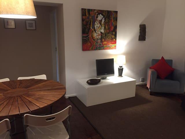 Simpático quarto de casal, bem localizado #3